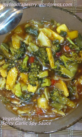 Broccoli, babycorn and bell peppers, in an aromatic garlic sauce
